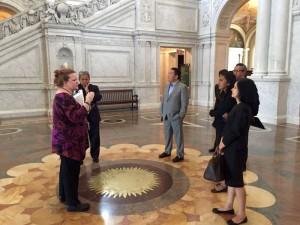 Ditemani Dubes RI untuk AS Budi Bowo Leksono (Pak Sony), berbicara dengan staf Perpustakaan Kongres.
