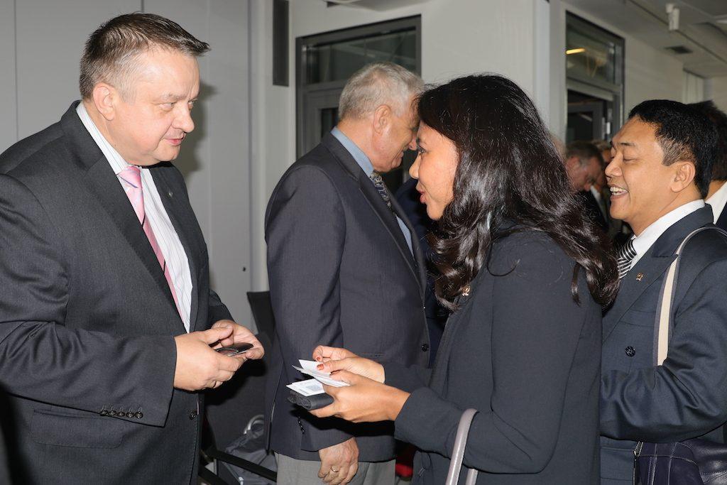 Irine Yusiana bersama salah satu direktur PGZ.
