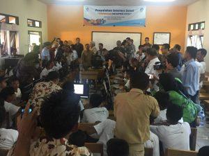 Sambutan dan peresmian akses internet dilanjutkan dengan penyuluhan internet sehat di SMPN 5 Morotai (21/11/2016).